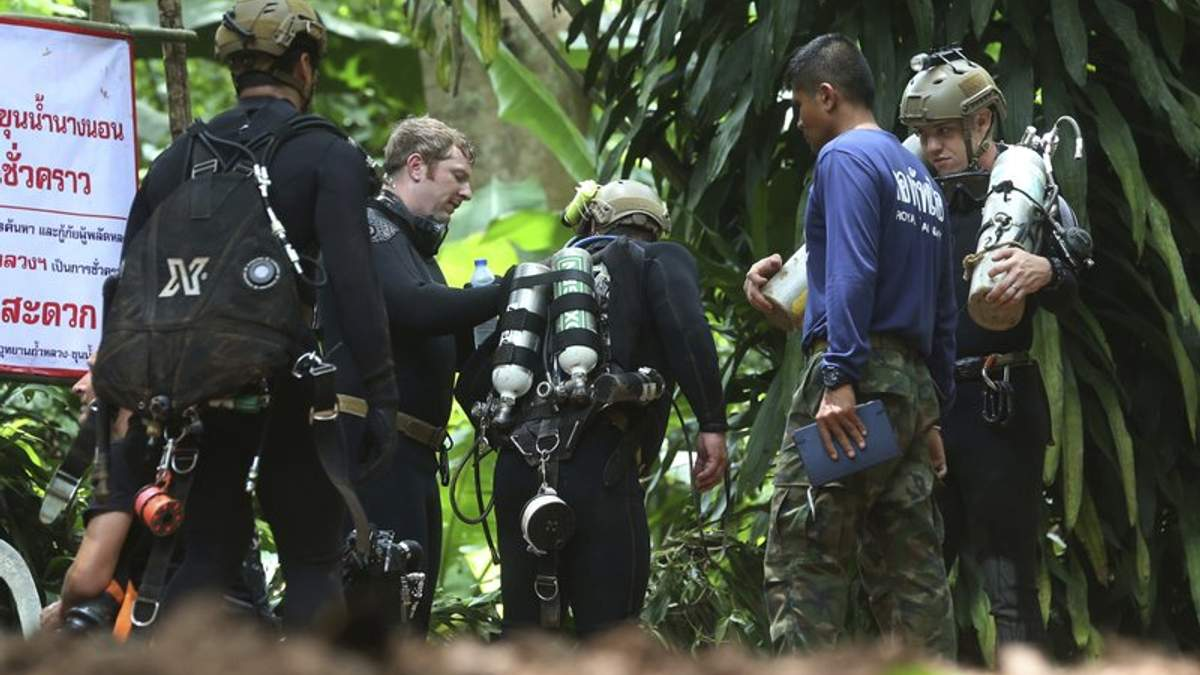 У Таїланді помер дайвер, що рятував дітей з затопленої печери