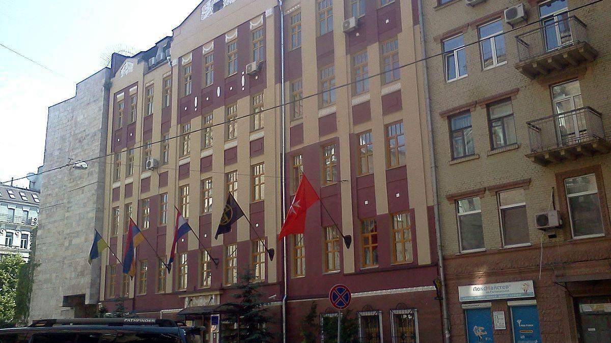 Украинские активисты провели акцию под посольством Хорватии в поддержку Вукоевича