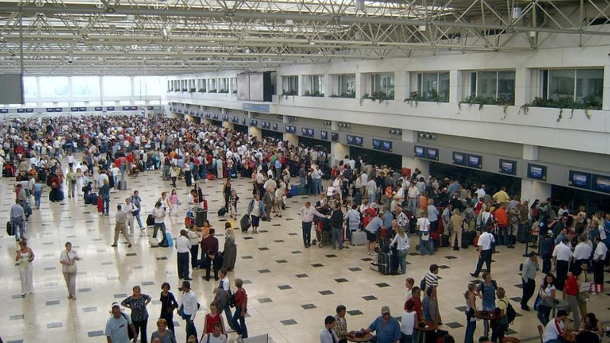 Из Турции не могут вылететь полтысячи украинских туристов, – МИД