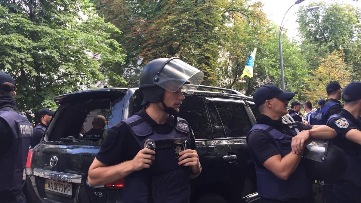 Столкновение под Верховной Радой: авто с нардепом сбило активиста
