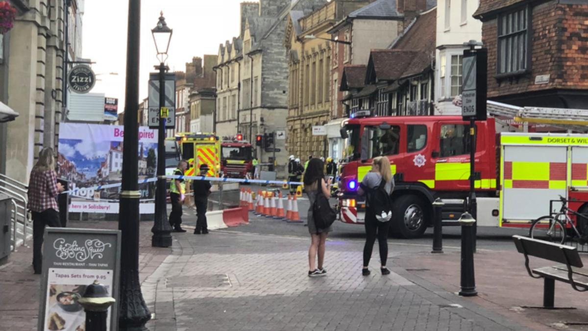 Полиция в Солсбери перекрыла улицу из-за мужчины, которому стало плохо