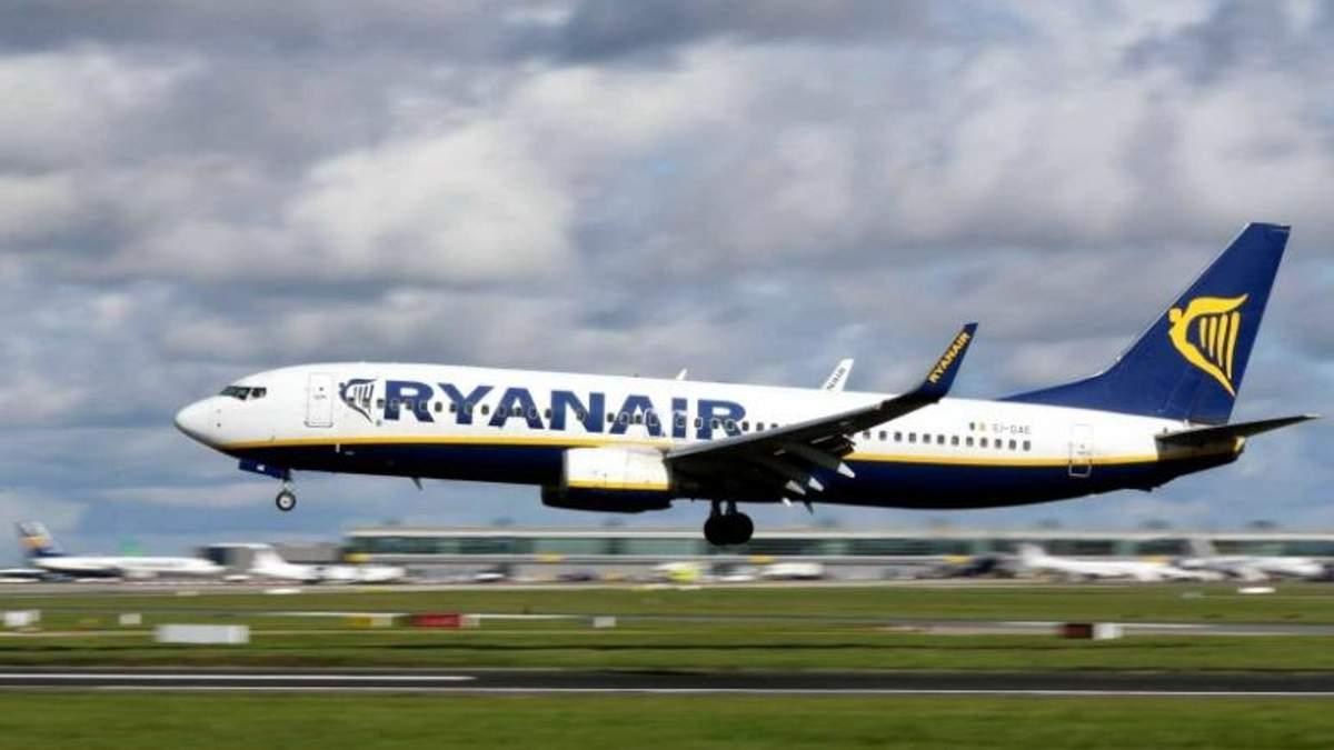 Літак Ryanair здійснив аварійну посадку в Німеччині: є постраждалі