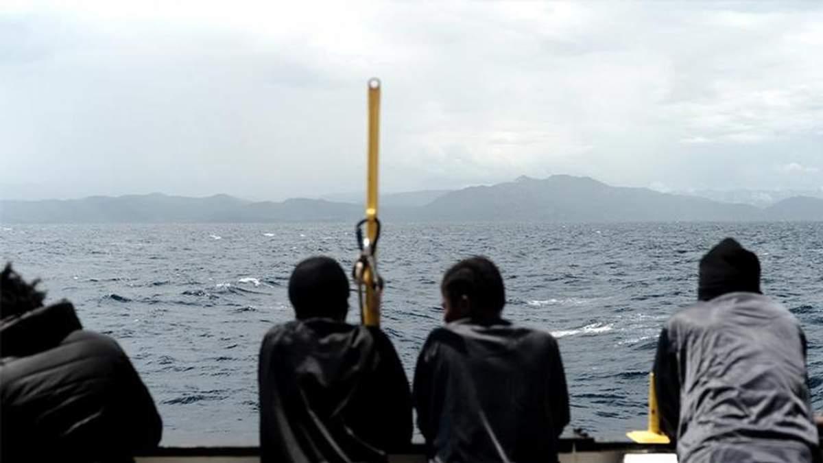 У берегов Италии эвакуированы более 400 мигрантов