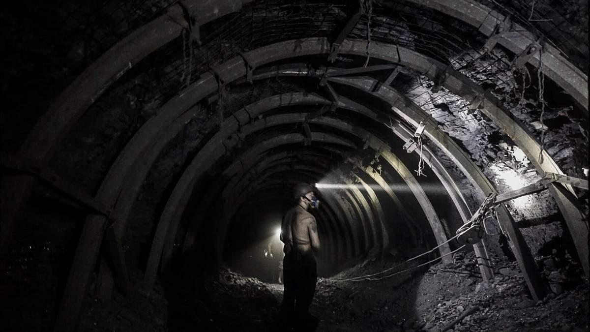 На Луганщине почти 90 шахтеров заблокированы под землей
