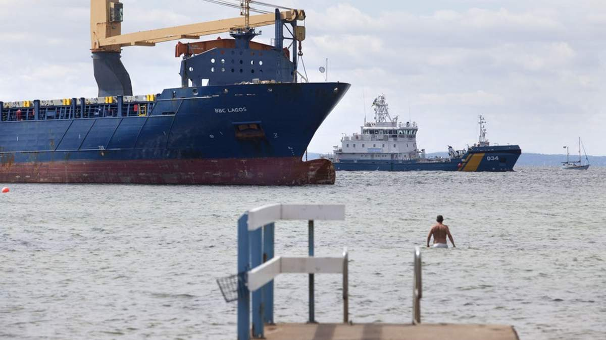 Біля берегів Швеції п'яний російський капітан посадив судно на мілину