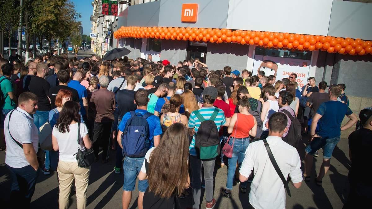 Большие очереди на открытии Mi Store в Харькове