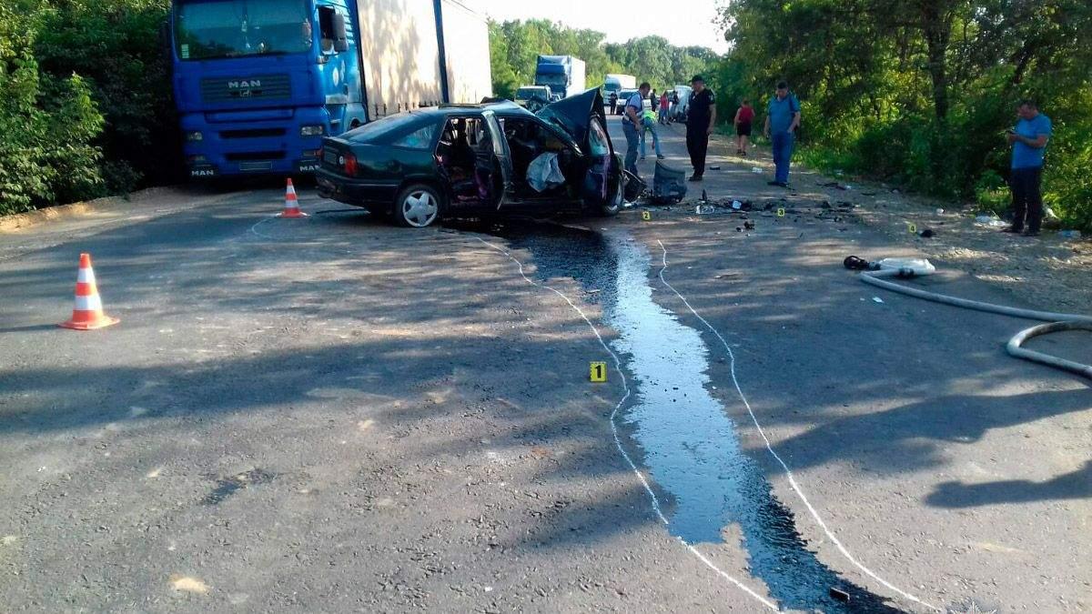 На Буковине произошло смертельное ДТП, много пострадавших: фото