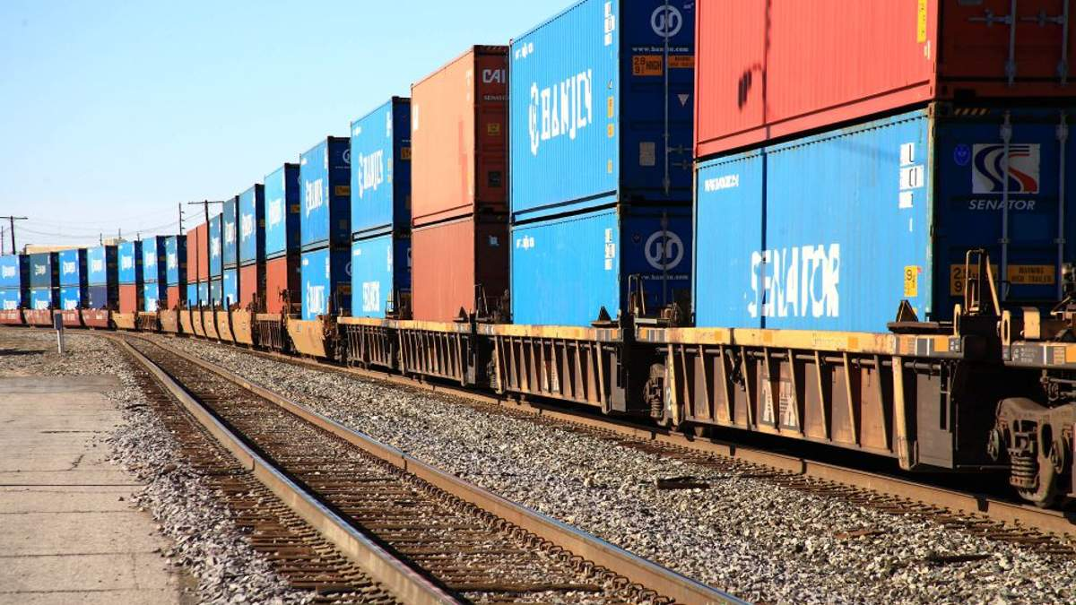 Залізничні вантажні перевезення