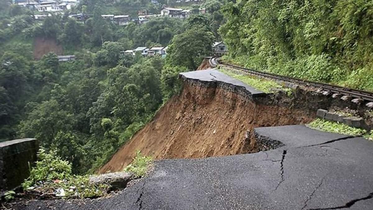 Оползни и наводнения в Непале: погибли дети