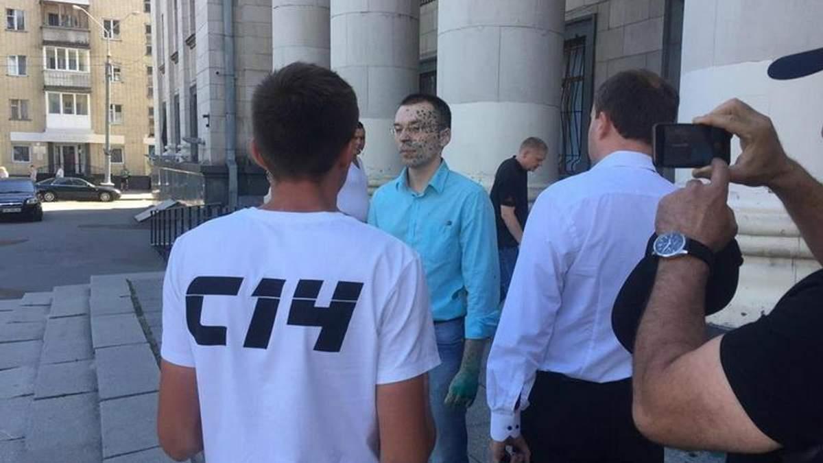 У Житомирі облили зеленкою антиукраїнського блогера