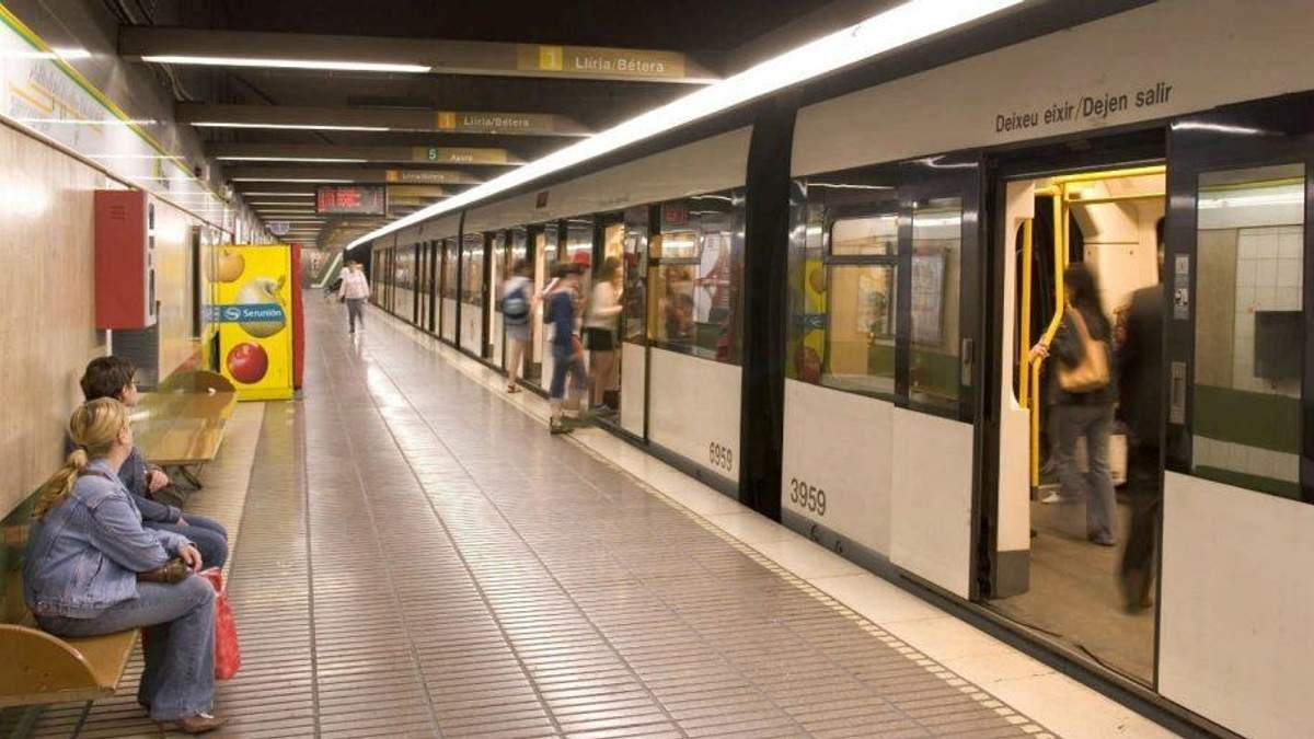В метро Валенсии пассажиров не на шутку напугали проповедники