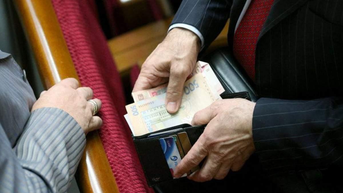 Названі зарплати нардепів за липень