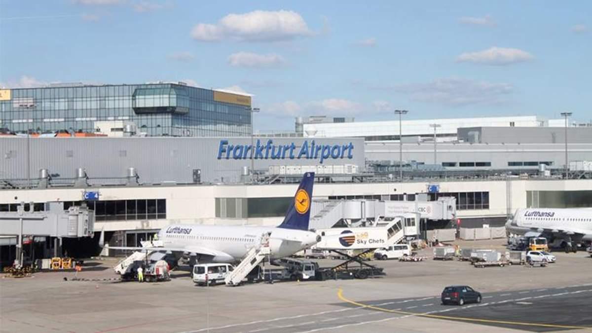 В крупнейшем аэропорту Германии остановили посадку на рейсы из-за проникновения постороннего лица в зону безопасности
