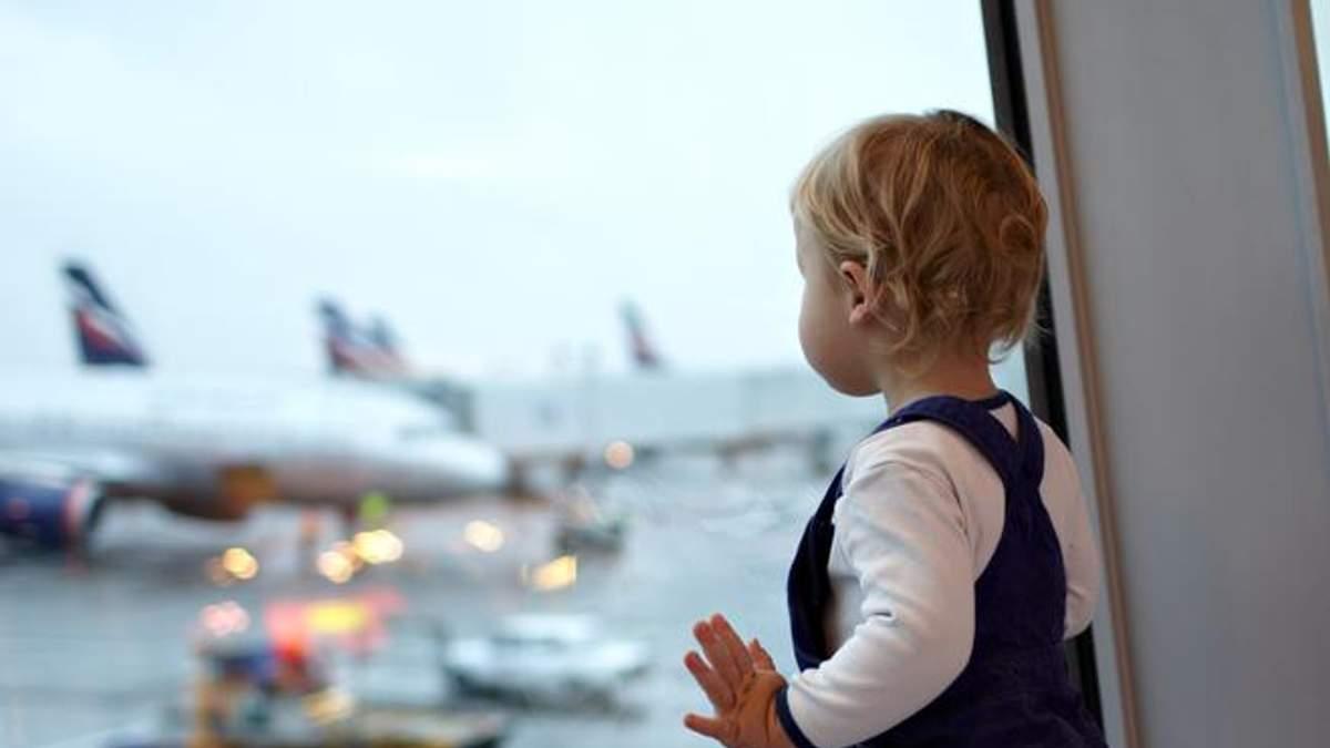 Экипаж самолета сможет сопровождать детей за границу: процедура и документы