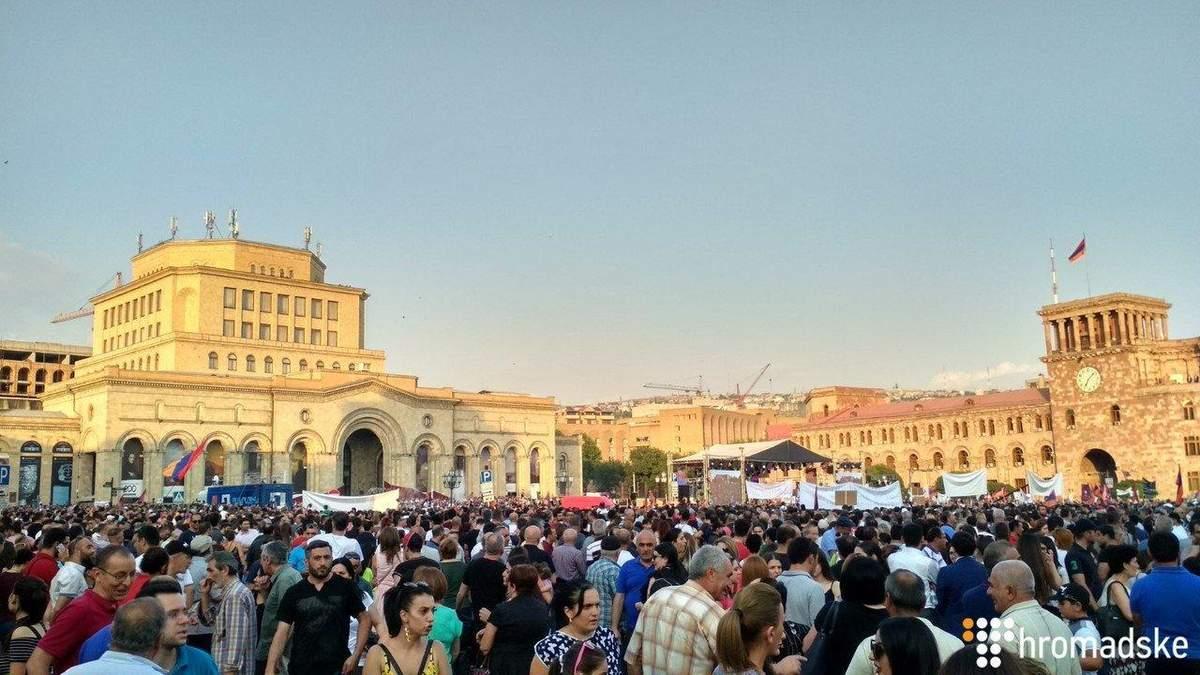 У Єревані масштабною акцією відзначають 100 днів уряду Пашиняна: фото