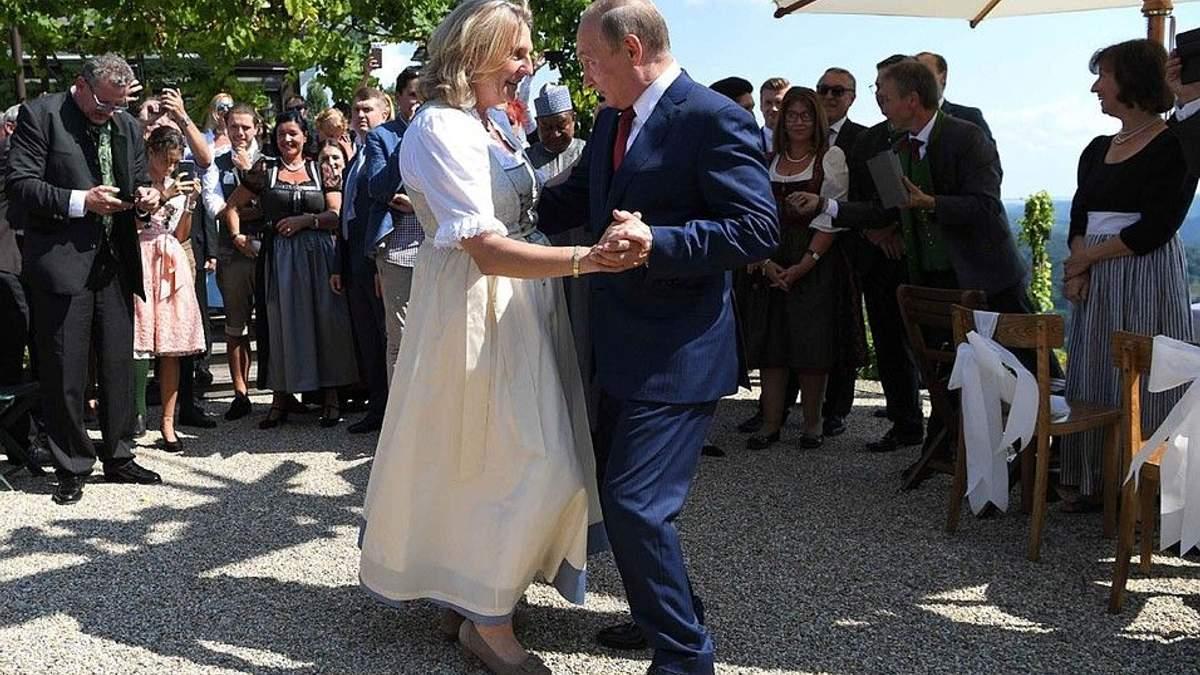 Карін Кнайсль заявила, що її танець з Путіним не вплине на санкційну політику Австрії щодо РФ