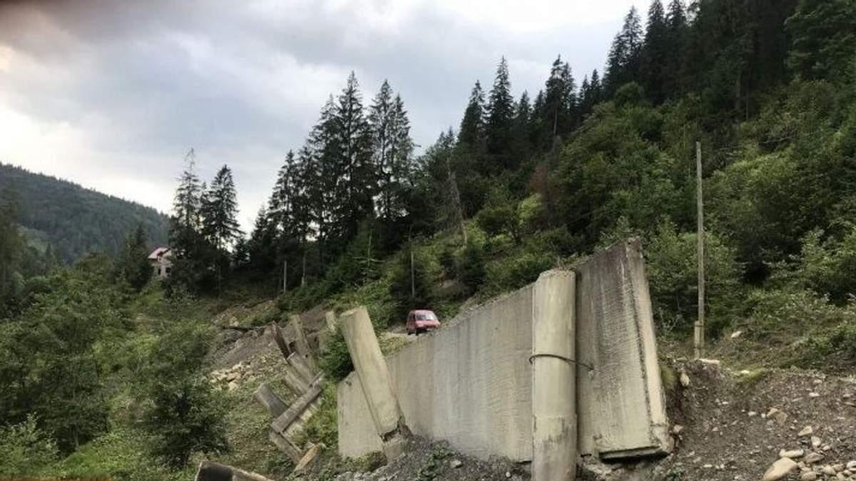 Мощный оползень в Прикарпатье отрезал от цивилизации пять сёл