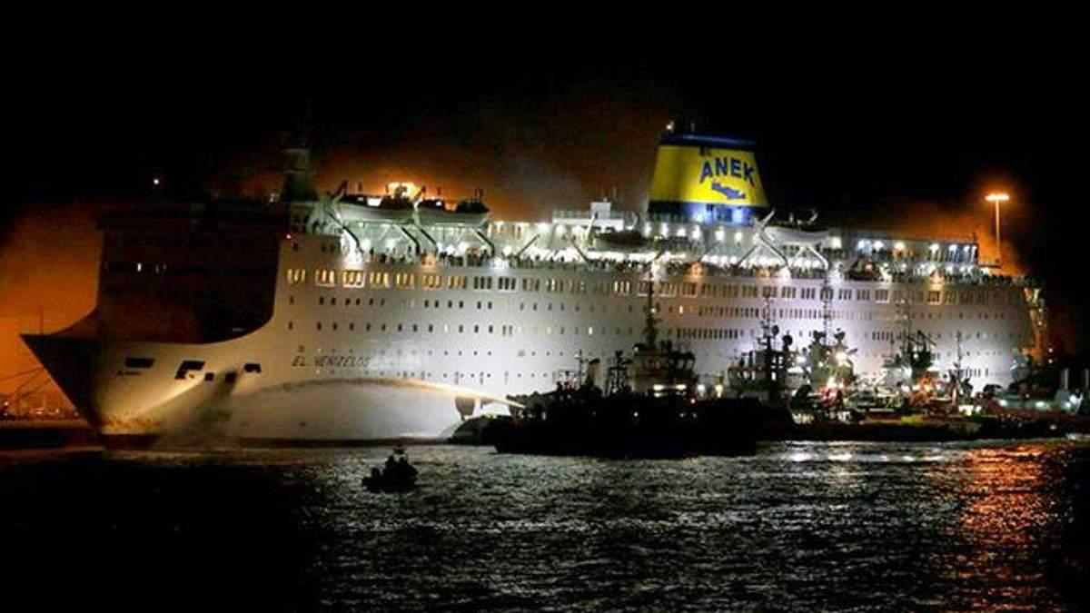 У Греції спалахнула пожежа на поромі з понад тисячею людей: фото