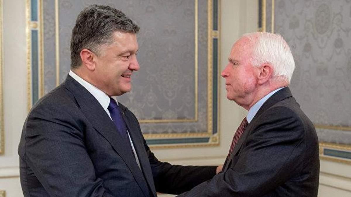 На честь Маккейна: Порошенко хоче перейменувати київську вулицю