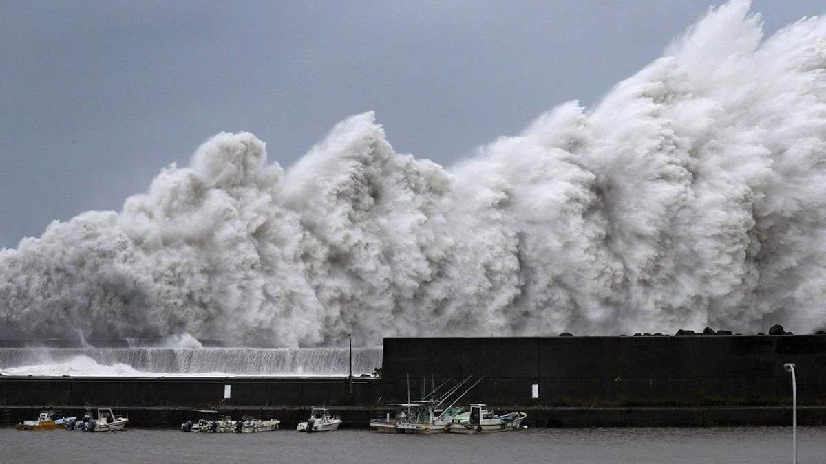 """Тайфун """"Джебі"""" в Японії"""