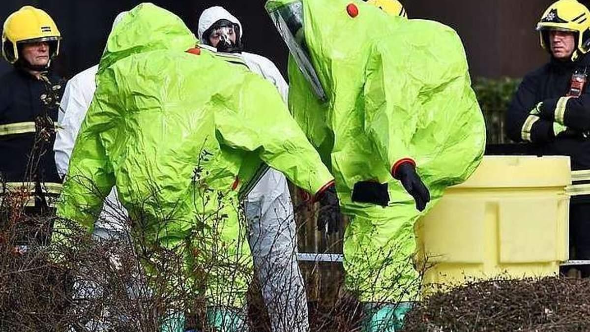 """Флакон парфумів та маршрут підозрюваних: нові деталі отруєння """"Новачком"""""""