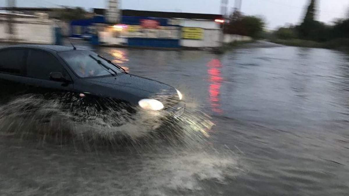 Одессу накрыл мощный ливень: улицы затопило, город остановился в пробках