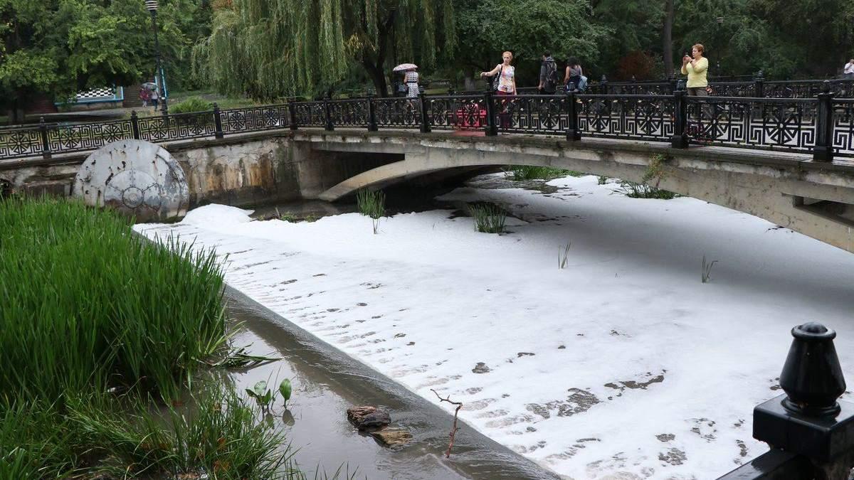 Кислотный дождь в Крыму: река Салгир в Симферополе покрылась пеной