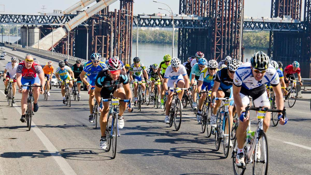 В Киеве на велотреке проводят международные соревнования