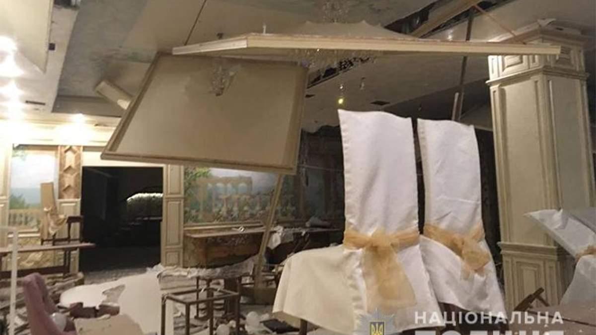 На Прикарпатті група людей підірвала ресторан: фото з місця події