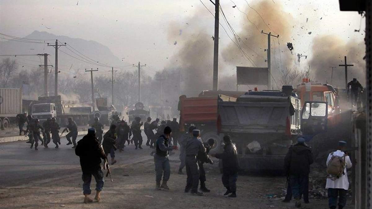 У натовпі демонстрантів в Афганістані стався вибух, багато загиблих та поранених