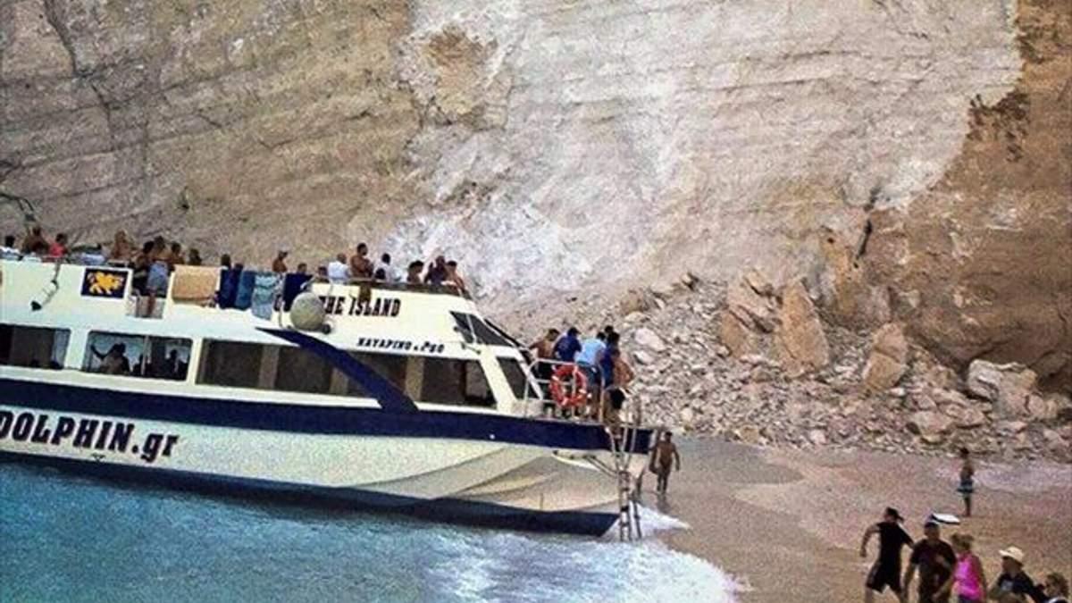 В Греции обвалилась скала