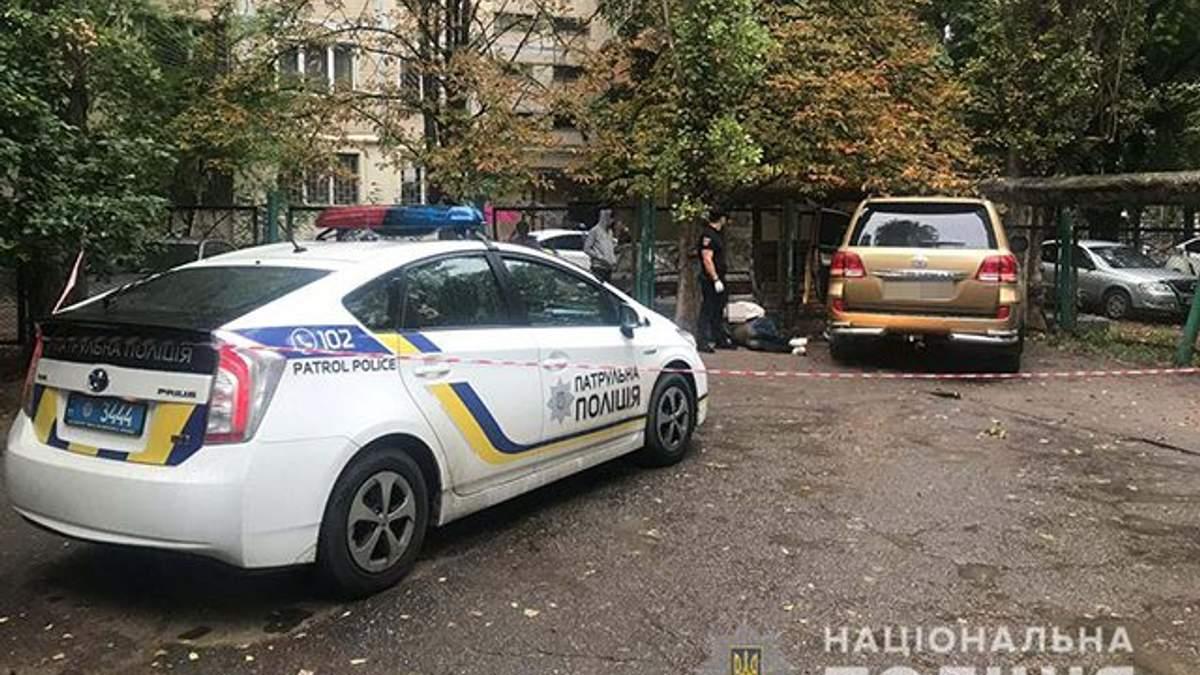 В Одессе авто въехало в забор детского сада, убегая от полиции