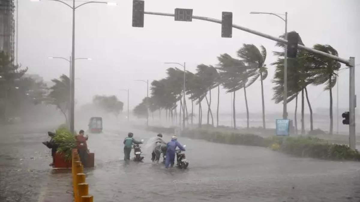 Разрушительный тайфун ударил по Филиппинам: много погибших и пропавших без вести