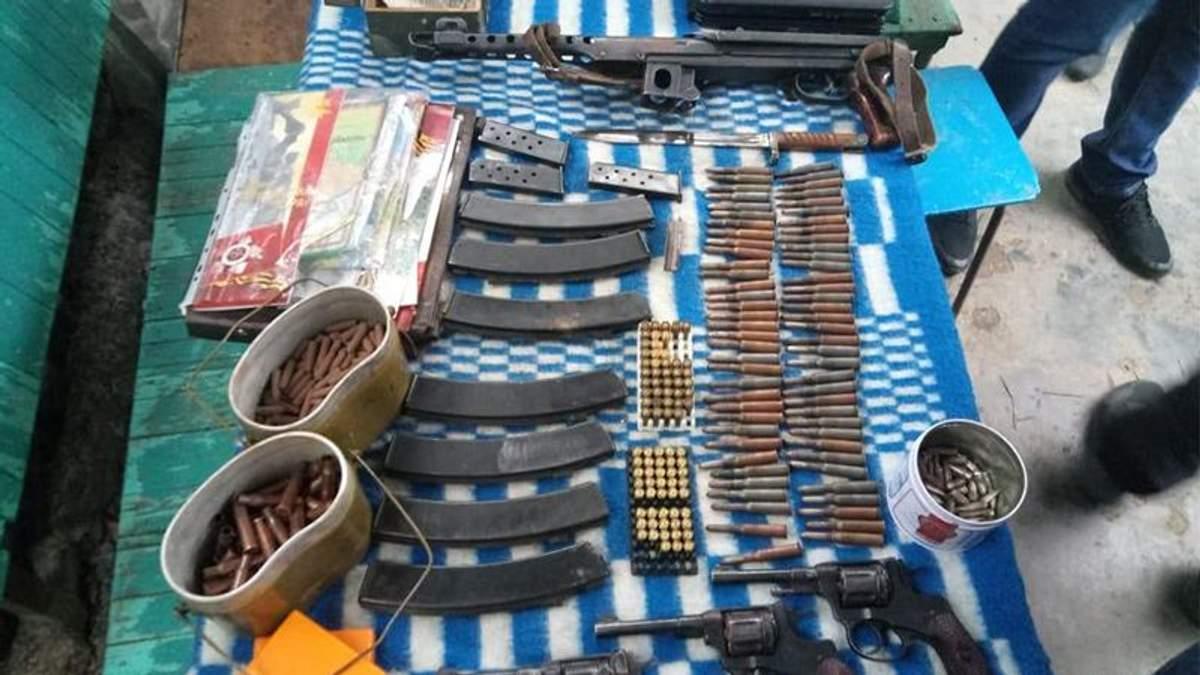 Житель Одещини зберігав вдома арсенал зброї та самостійно виготовляв боєприпаси