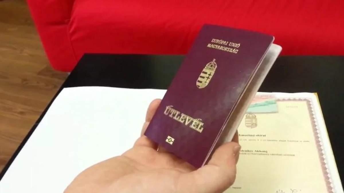Скандал с венгерскими паспортами на Закарпатье: речь может идти о требовании автономии