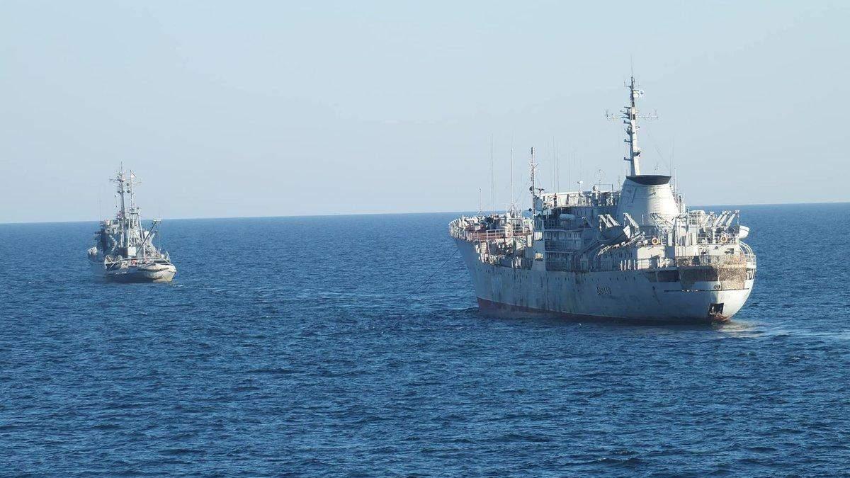 Украинские военные корабли идут в Азовское море через Керченский пролив: фото
