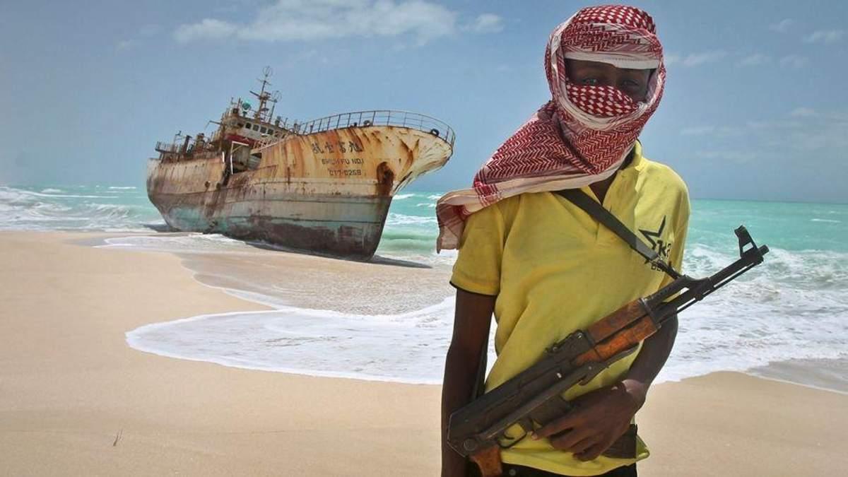 Пираты в Нигерии похитили 12 моряков, среди них и украинца