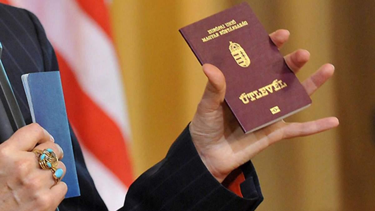 Глава Закарпатья Москаль рассказал, кто снял скандальное видео с выдачей паспортов Венгрии