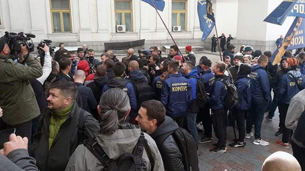 У Києві люди мітингують з вимогою вислати консула Угорщини на Закарпатті: фото