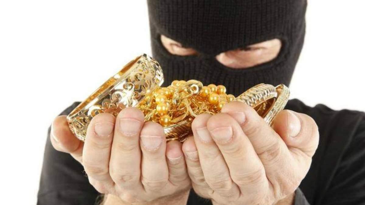 В Запорожье преступники в масках ограбили ювелирный магазин