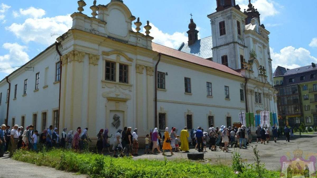 """УПЦ МП заявила о захвате """"Правым сектором"""" помещения храма в Богородчанах"""