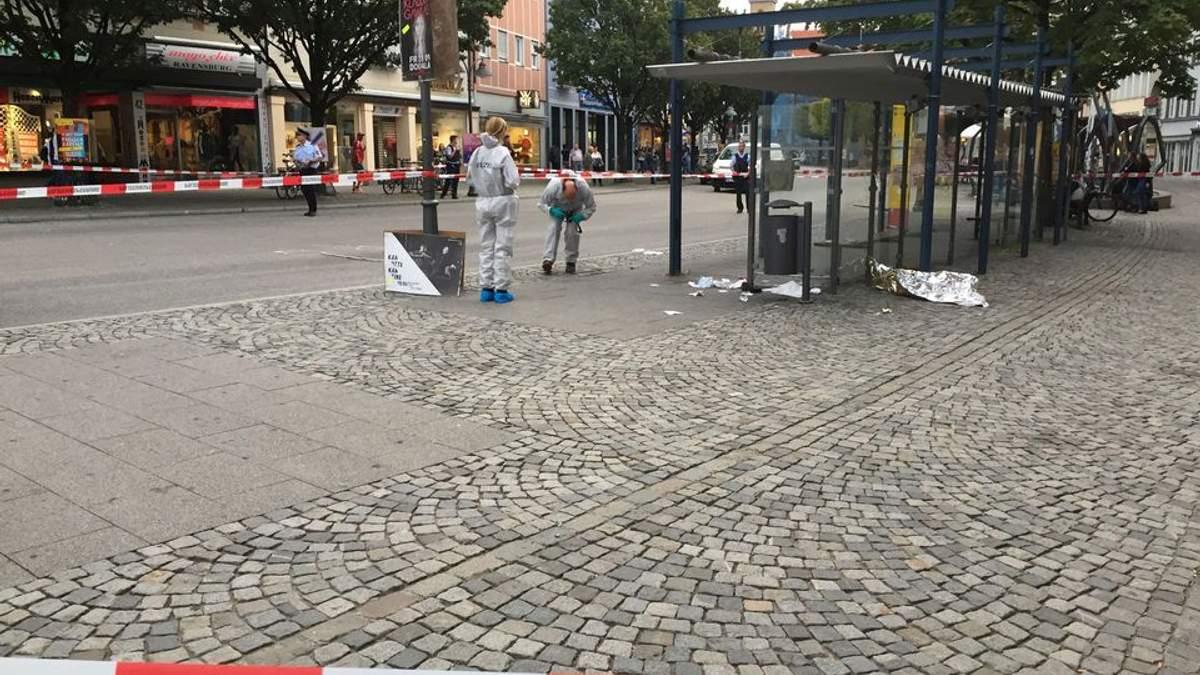 У Німеччині невідомий влаштував різанину, є поранені: фото