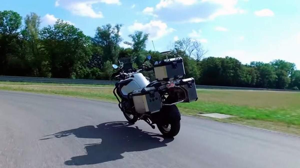 BMW Motorrad–самоуправляемый мотоцикл, который прекрасно входит в повороты и сам останавливается