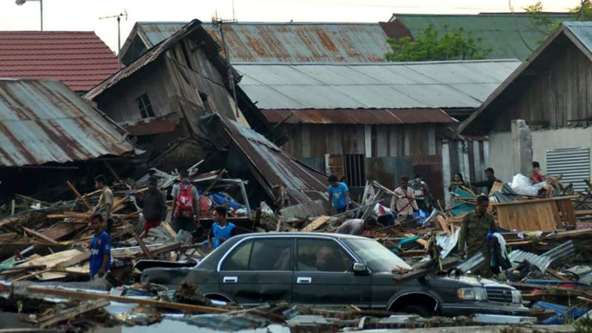 Много людей попали в ловушку под завалами зданий