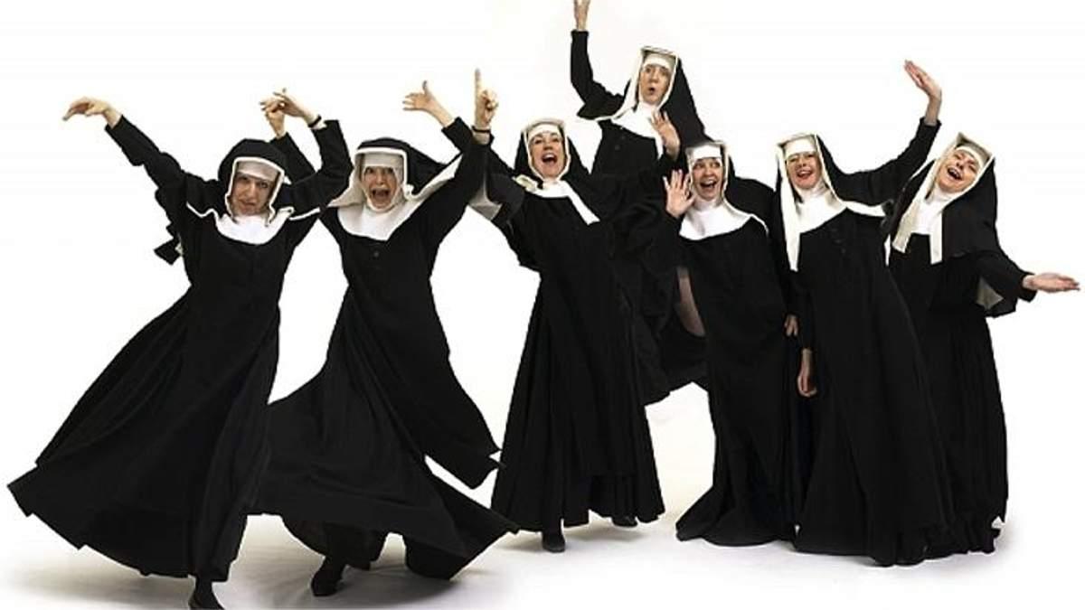 Сотня монахинь танцевали на концерте