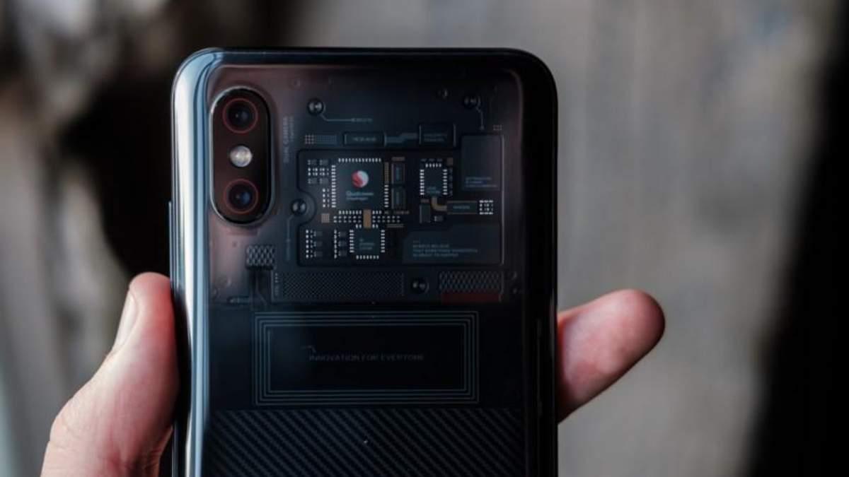 Смартфон Xiaomi Mi8 Explorer Edition испытали на прочность