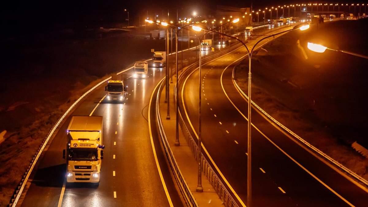 Крымский мост открыли для проезда грузовиков: фото и видео