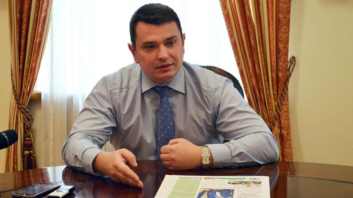 Руководителя НАБУ Артема Сытника рекламируют в киевском метро
