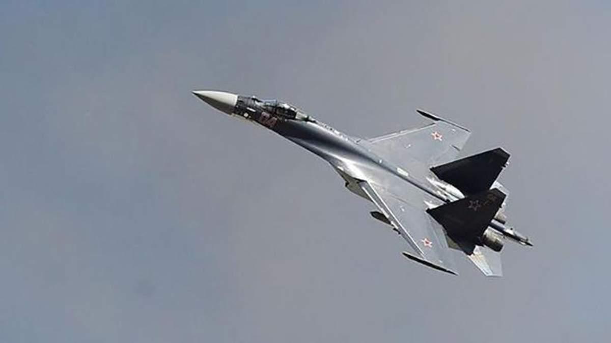 Истребитель РФ пролетел над военным кораблем Украины: видео опасного маневра
