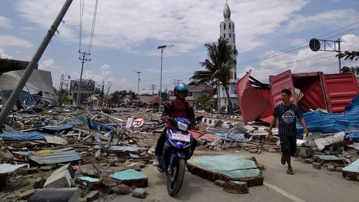 МЗС розшукує українців, які могли постраждати під час землетрусу та цунамі в Індонезії